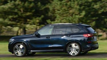 BMW X5 xDrive45e SUV panning