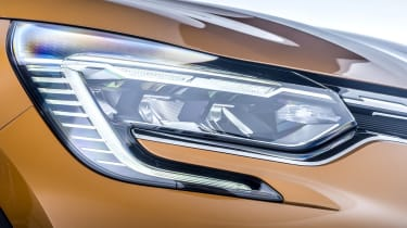2020 Renault Captur - close up headlight