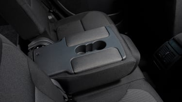 A central rear armrest incorporates a set of cup-holders
