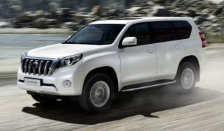 Toyota Land Cruiser SUV 2014 front quarter