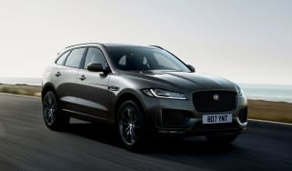 Jaguar F-Pace Chequered Flag Edition front tracking