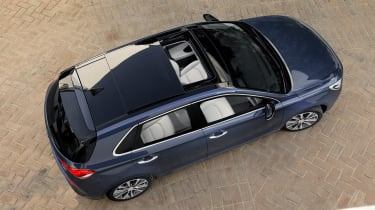 Top-spec Premium SE trim includes such luxuries as a panoramic sunroof and a heated steering wheel, but it's expensive