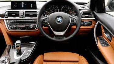 BMW 330d Touring - interior
