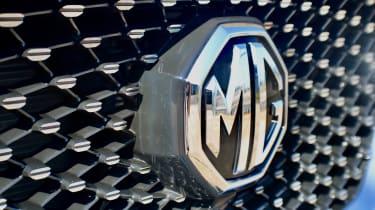 2020 MG HS plug-in hybrid grille detail