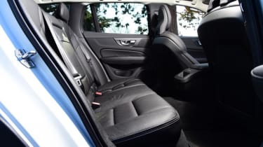 Volvo V60 Cross Country - rear seat