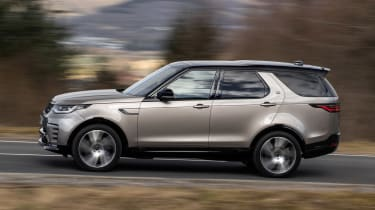 Land Rover Discovery SUV side panning