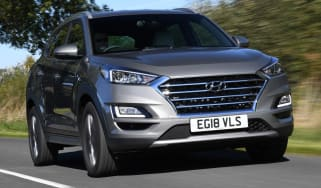 Hyundai Tucson Premium - front 3/4 driving