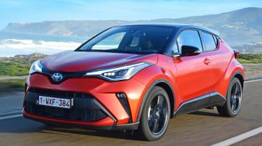 Toyota C-HR Hybrid 2.0-litre - front 3/4 dynamic