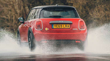 MINI Electric hatchback rear water splash