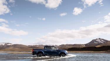 2019 Nissan Navara - side view river crossing