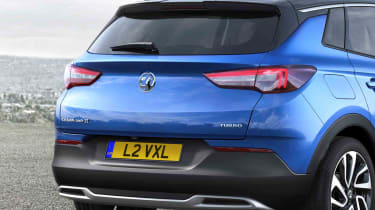The rear end has more than a hint of Astra about it