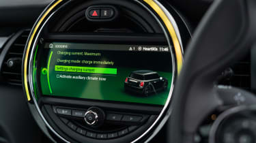 MINI Electric hatchback centre display