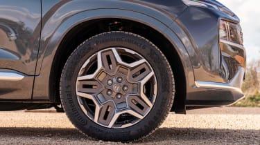 Hyundai Santa Fe SUV alloy wheels