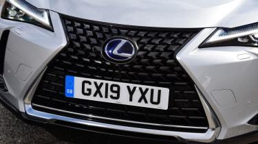 Lexus UX grille