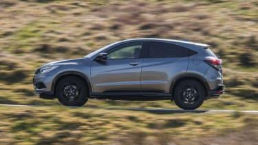 Honda HR-V SUV side panning