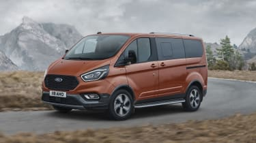 Ford Tourneo Custom Active driving