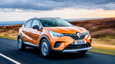Renault Captur SUV front 3/4 tracking