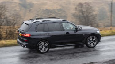 BMW X7 SUV side panning