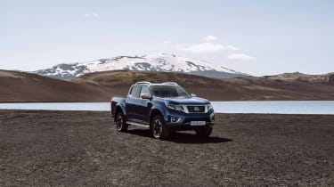 2019 Nissan Navara - side 3/4 view off-road