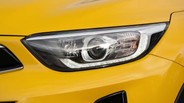 Kia Stonic SUV headlights