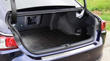 Lexus ES saloon boot