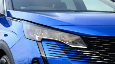 Peugeot 3008 SUV headlights