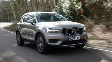 Volvo XC40 SUV front 3/4 tracking