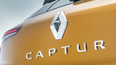 2020 Renault Captur - close up rear tailgate badging