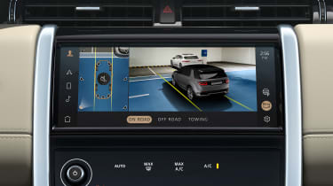 2020 Land Rover Discovery Sport screen - 360-degree camera