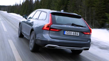 Overall economy is very similar to that of the regular front-wheel drive V90