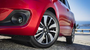The mid-range SZ-T model and SZ5 get different designs of 16-inch alloy wheels