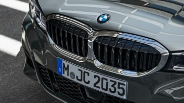 2019 BMW 3 Series Touring - kidney grilles close up