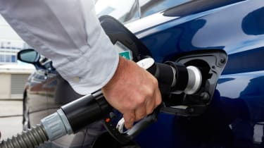 Filling the car with hydrogen is no harder than filling with petrol or diesel