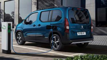 Peugeot e-Rifter charging - rear