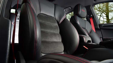 Porsche Macan SUV front seats