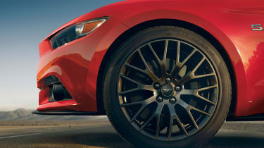 Ford Mustang coupe 2014 wheel detail