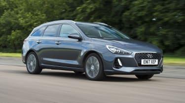 Hyundai i30 Tourer - front 3/4 tracking