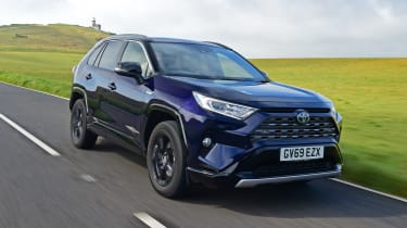 Toyota RAV4 Dynamic - front 3/4 view passing