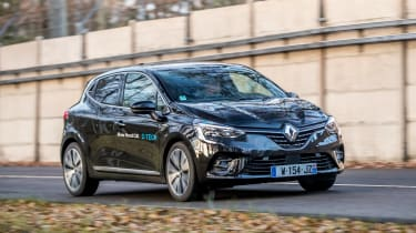 Renault Clio E-Tech Hybrid front 3/4 tracking