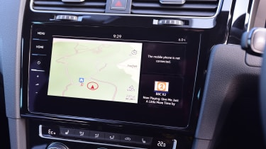The optional 9.2-inch Discovery Pro infotainment system with gesture recognition is a bit of a let down