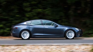 Tesla Model S saloon side panning