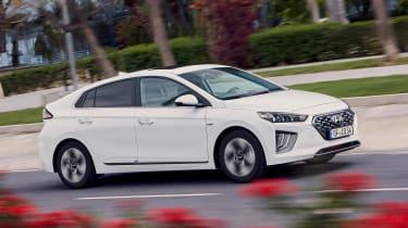 Hyundai Ioniq Hybrid side panning