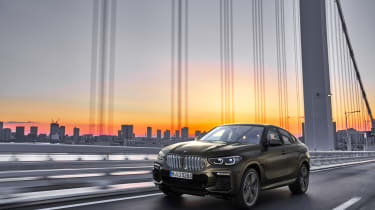 2019 BMW X6 - front 3/4 dynamic city