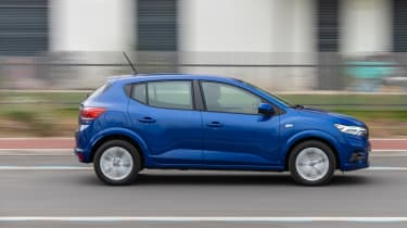 Dacia Sandero - side dynamic