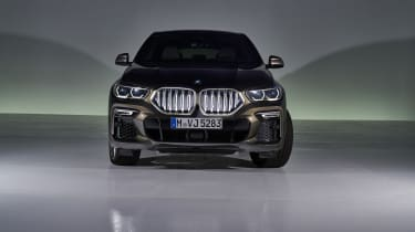 2019 BMW X6 - front head-on shot