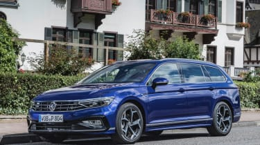 Volkswagen Passat Estate R-Line front 3/4 action