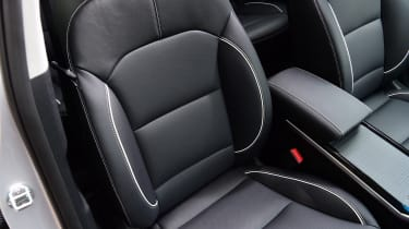 Kia e-Niro - front seats