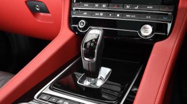 Jaguar F-Pace SUV gearlever