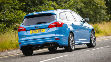 Ford Focus Estate - rear 3/4 tracking