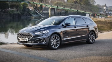 Ford Mondeo Estate front 3/4 marina